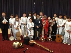 استاد سرمست (سمت چپ) و گروه موسیقی. عکس: میرویس رحمانی