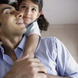 ارتباط مثبت پدر با دختر و ایجاد محیط امن برای او، نقش مثبتی در شخصیت دختر به جا میگذارد
