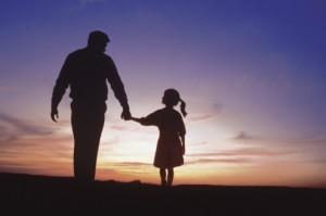 حضور دستان استوار و مطمئن در رشد اعتماد به نفس فرزندان نقش مهمی دارد