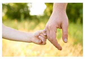 والدین، قهرمانان زندگی فرزندان خود هستند، بالاخص در چند سال اول رشد.