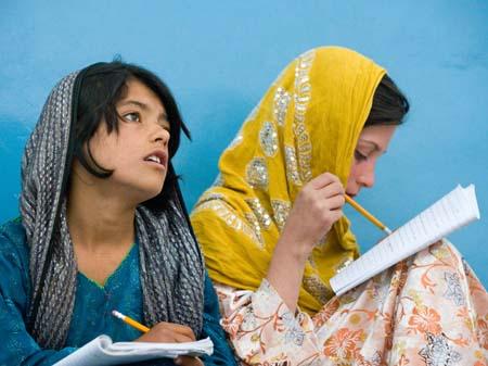 تعداد دانش آموزان دختر پس از سقوط طالبان رو به افزایش بوده است. اما این بسنده است؟