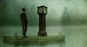 کوتاهی عمر به دلیل جنس زمان و تصویر ذهنی ما از آن است. عمر انبوهی است از حباب لحظهها که هر کدام را تا به چنگ میآری میپوکد؛ و بعدی و بعدی و