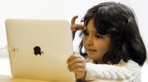 با آنکه والدین هنگام بازی بچهها با ابزار کامپیوتری نفس راحتی میکشند اما ته دلشان همواره این نگرانی وجود دارد که نکند اینگونه سرگرمیها به مغز بچههایشان آسیب برساند.