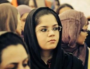 فضای فرهنگی نسبتاً محدود و دستوپاگیر درجامعهی افغانستان یکی از عوامل عمده در شكلگیری و نحوه تبارز کمرویی و هراس از ابراز اندیشه فردیس. - مریم میترا